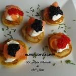 Blinis con crema agria, salmón y caviar