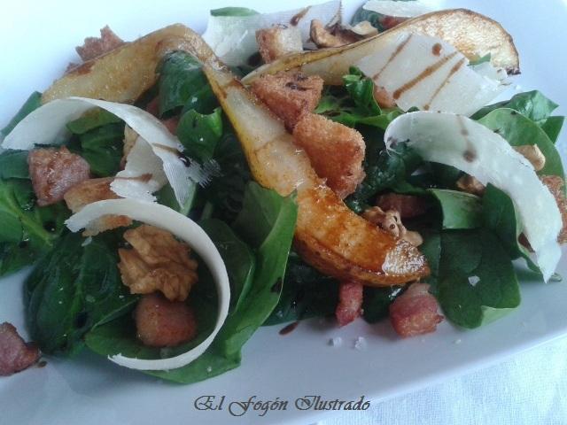 Ensalada de espinacas, pera, nueces y Parmesano (3)