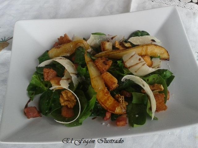Ensalada de espinacas, pera, nueces y Parmesano (4)