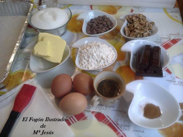 Brownie con salsa de chocolate blanco