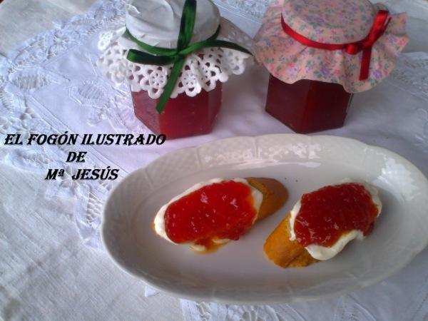Tostada de queso mascarpone con mermelada de tomate
