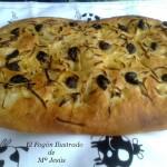 Focaccia de cebollas y olivas negras