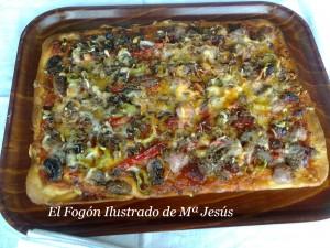 Pizza de carne y vegetales