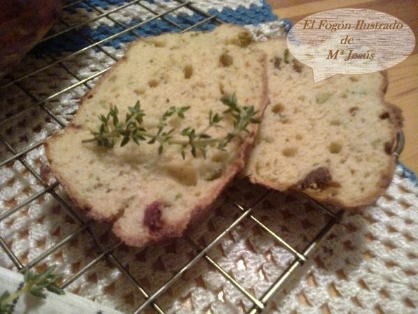 Pan de queso, aceitunas y tomates secos de Caspe