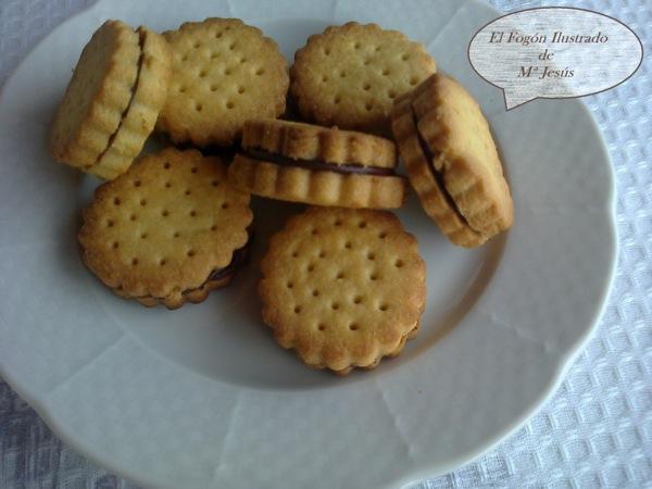 Galletas de mantequilla rellenas de chocolate